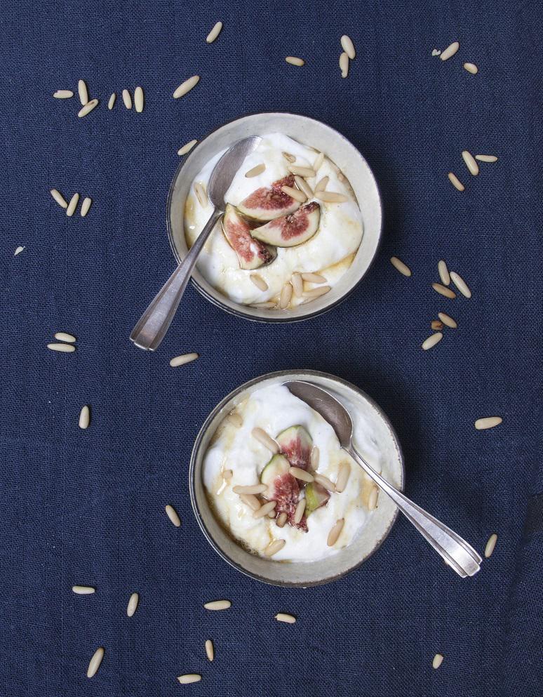 mousse de yaourt aux figues pour 4 personnes recettes elle table. Black Bedroom Furniture Sets. Home Design Ideas