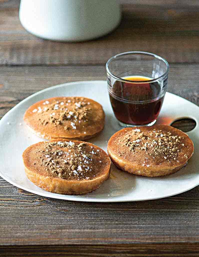 Pancakes faciles pour 4 personnes recettes elle table - Recette pancakes herve cuisine ...