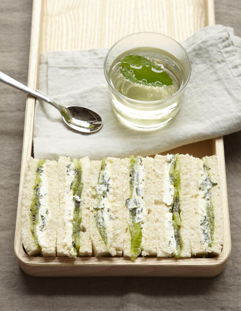 Sandwiches au kiwi et cream cheese pour 4 personnes recettes elle table - Petite recette de cuisine ...