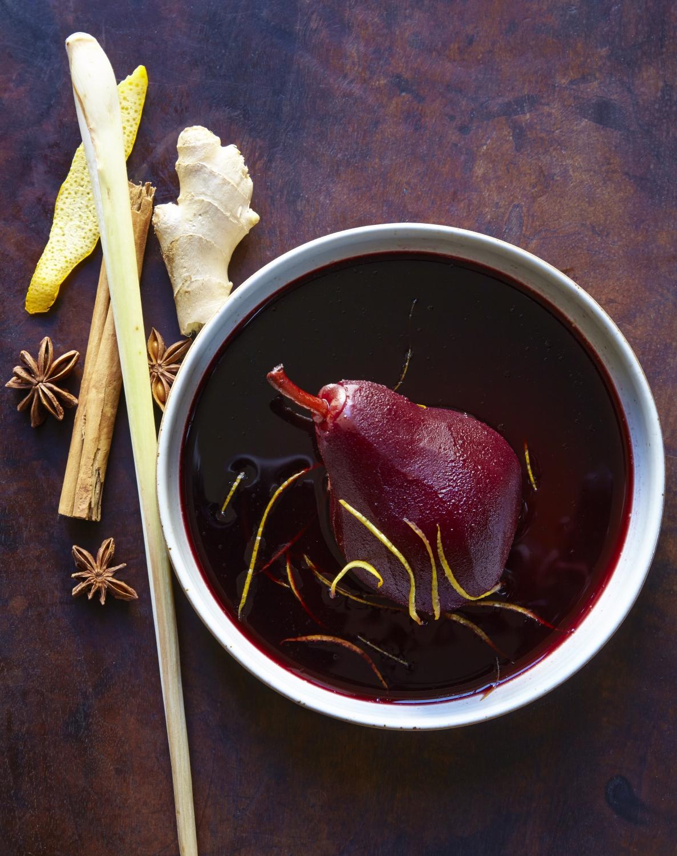 poires au vin la vanille pour 4 personnes recettes elle table. Black Bedroom Furniture Sets. Home Design Ideas