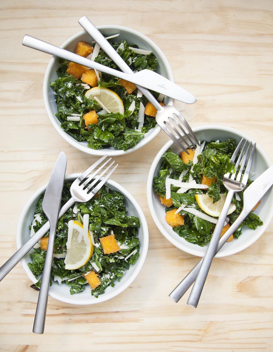 Salade caesar au kale cro tons de polenta pour 4 - C est au programme recettes de cuisine ...