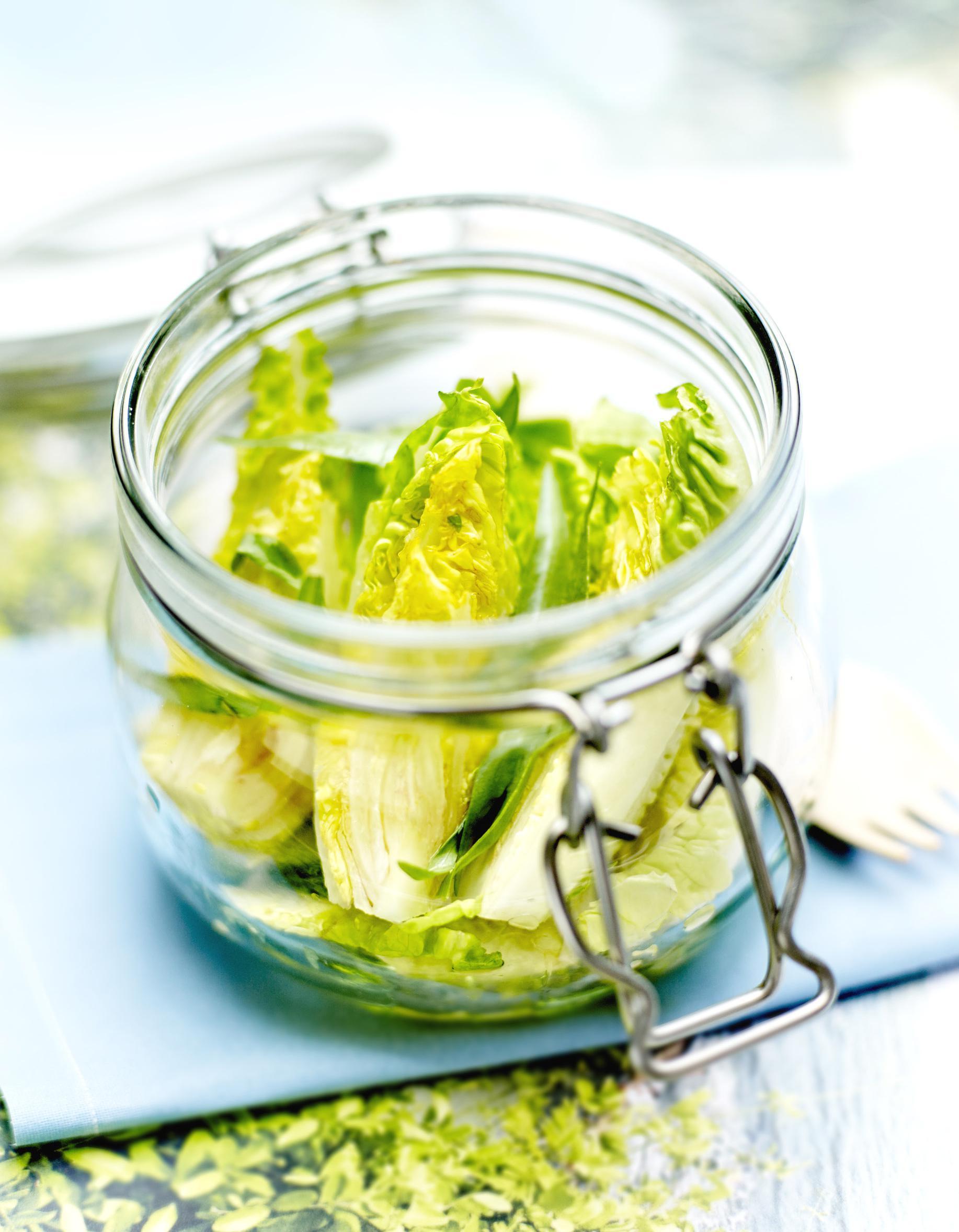 Salade caesar en bocal pour 4 personnes recettes elle table - Salade en bocal ...