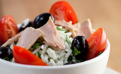 salade de riz au thon pour 4 personnes recettes elle table. Black Bedroom Furniture Sets. Home Design Ideas