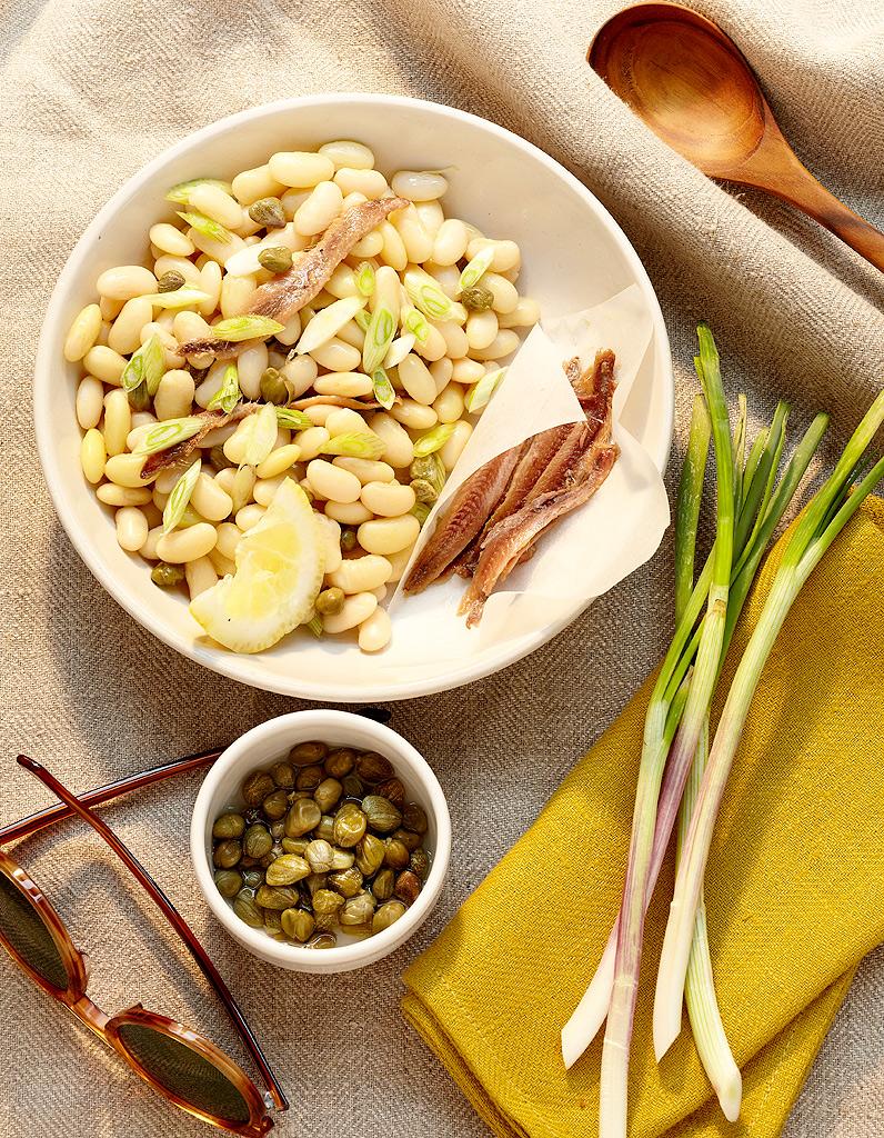 salade de haricots blancs aux anchois pour 4 personnes recettes elle table. Black Bedroom Furniture Sets. Home Design Ideas