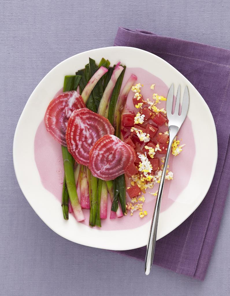 salade poireaux betteraves pour 4 personnes recettes elle table. Black Bedroom Furniture Sets. Home Design Ideas