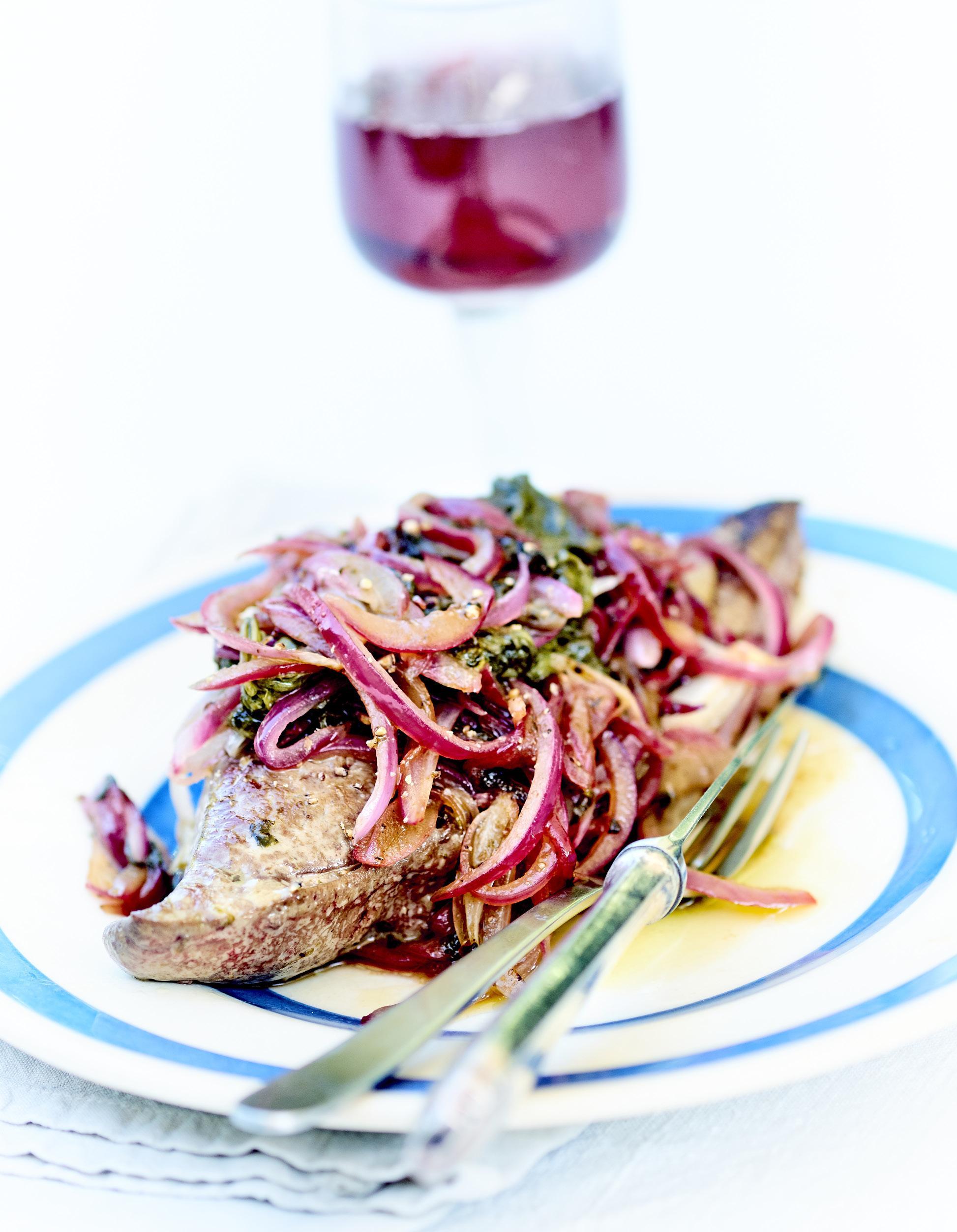 Foies De Veau Aux Petits Oignons Et épinards Frais Pour - Comment cuisiner des epinards frais