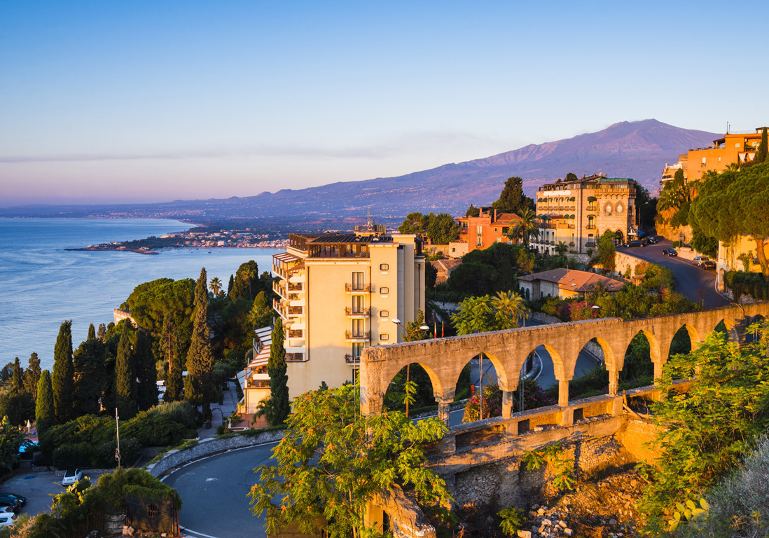 Taormina les 12 plus belles villes d europe pour s for Best christmas towns on east coast