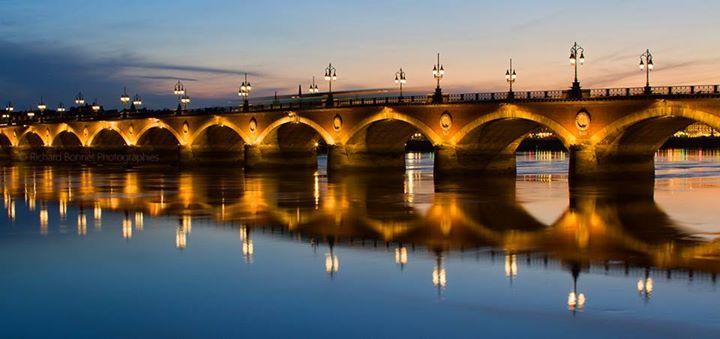 Bordeaux les 14 plus belles villes de france pour for Bordeaux piscine judaique