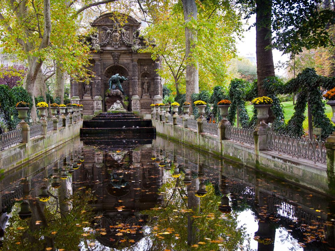 Face la fontaine m dicis au jardin du luxembourg for A la verticale du jardin grenoble
