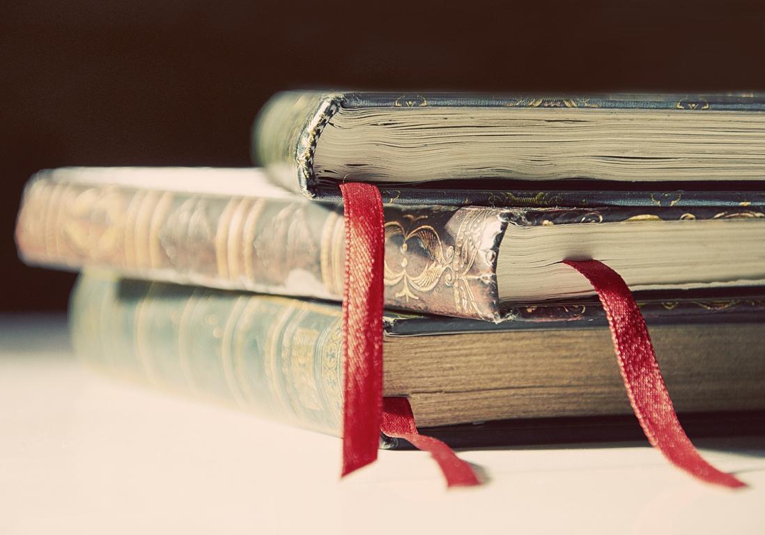 on sait pourquoi l odeur des vieux livres nous fait un bien fou elle. Black Bedroom Furniture Sets. Home Design Ideas