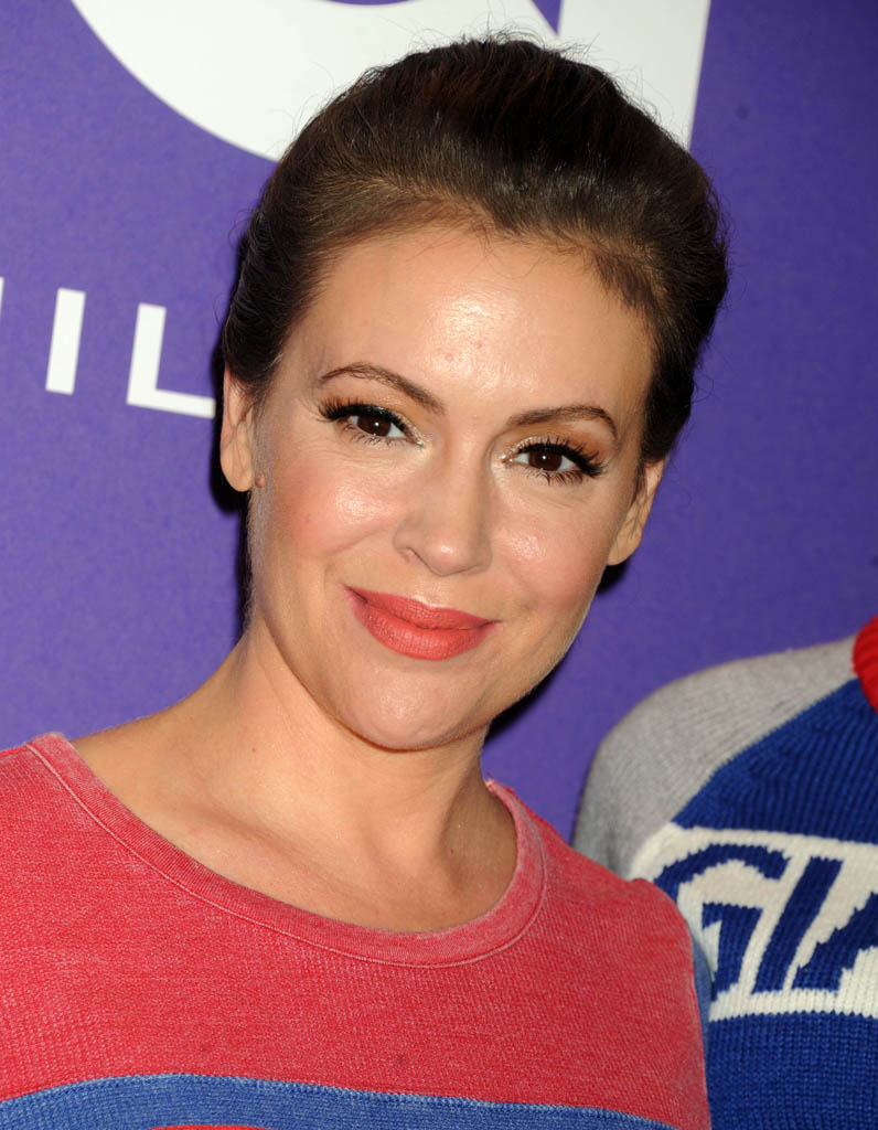 alyssa milano aujourd hui que sont elles devenues les actrices de charmed elle. Black Bedroom Furniture Sets. Home Design Ideas