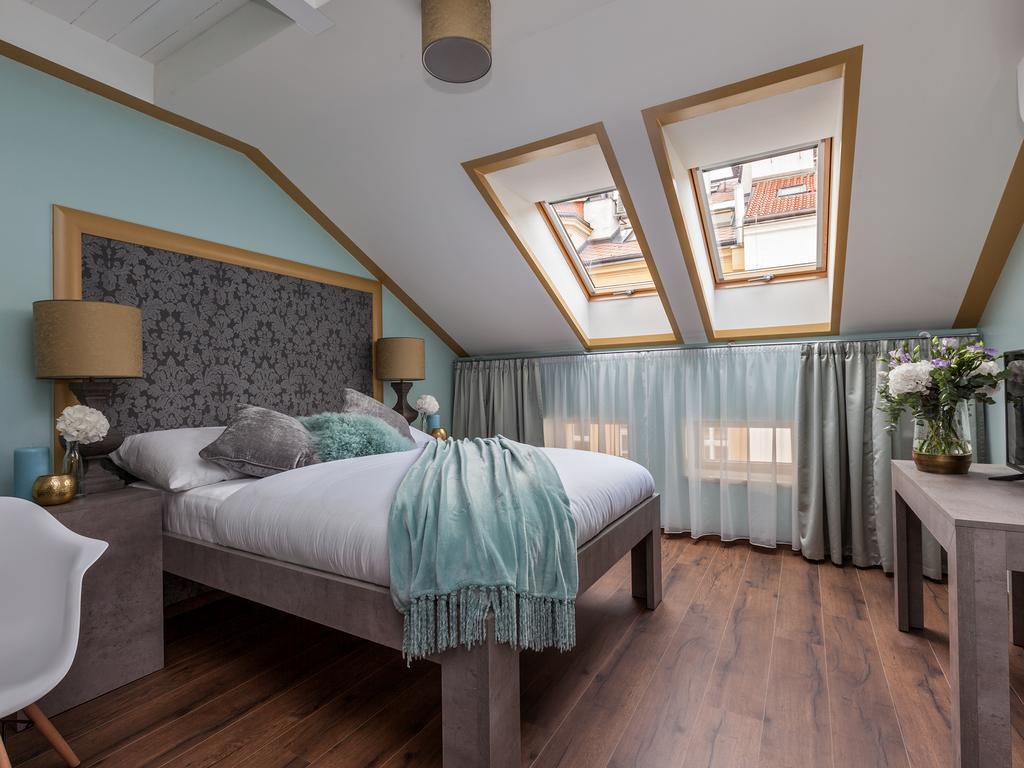 une belle chambre d h tel prague les plus belles chambres d h tel pour une nuit de saint. Black Bedroom Furniture Sets. Home Design Ideas