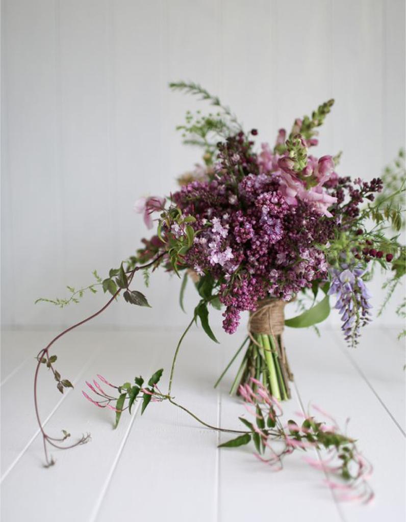 bouquet de mari e lilas 20 beaux bouquets de mari e pour gayer votre robe elle. Black Bedroom Furniture Sets. Home Design Ideas