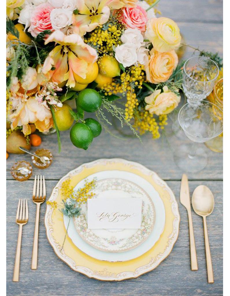 centre de table jaune centre de table nos 20 jolies id es pour un mariage r ussi elle. Black Bedroom Furniture Sets. Home Design Ideas