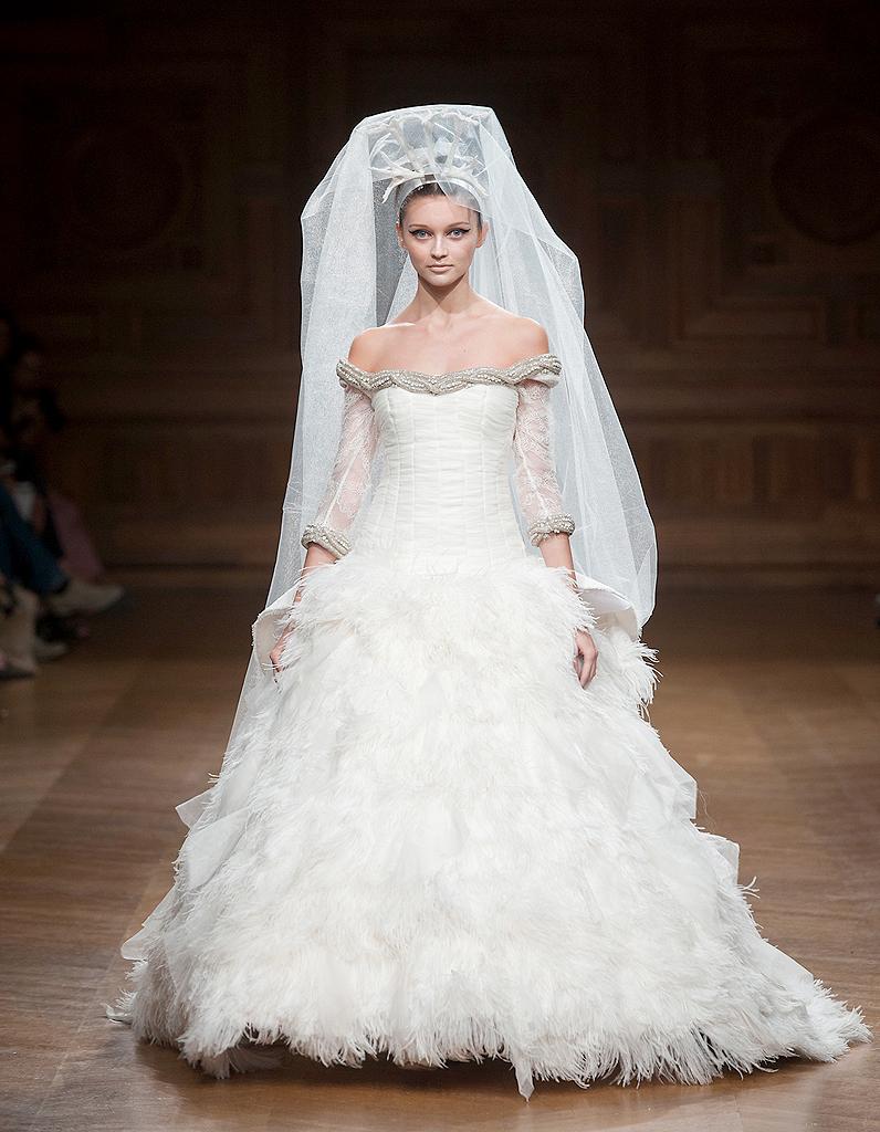 Oscar carvallo haute couture nos 15 mari es pr f r es for Prix de robe de mariage en or georges chakra