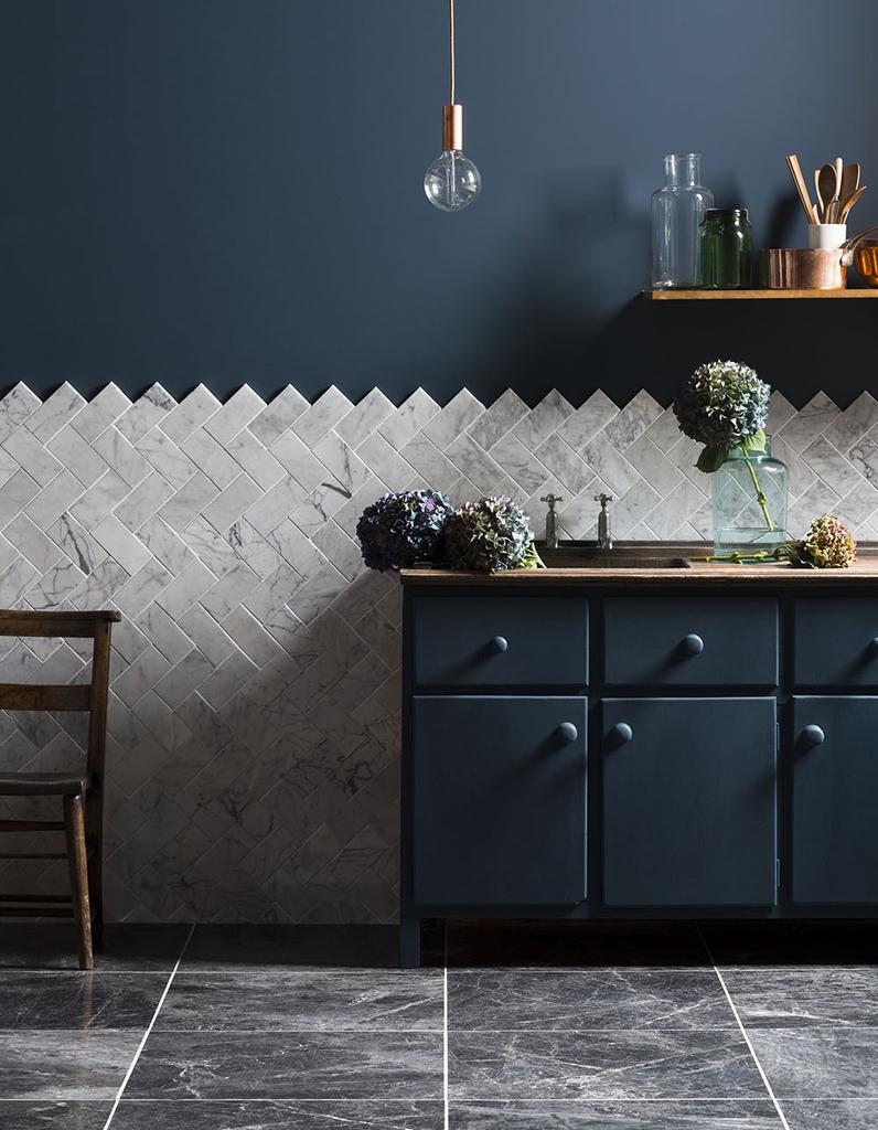du carrelage m tro en marbre dans la cuisine le carrelage m tro a raison sur toute la ligne. Black Bedroom Furniture Sets. Home Design Ideas
