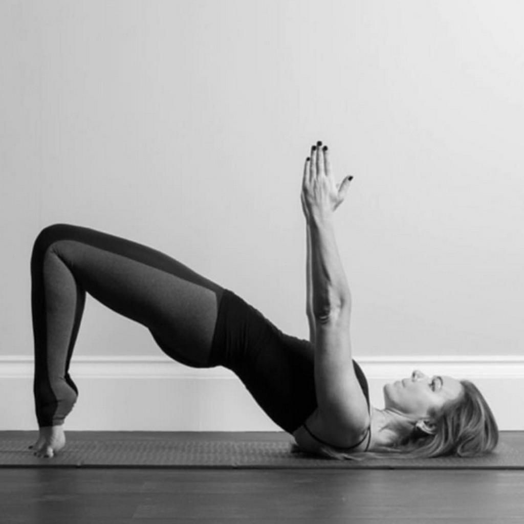 yoga mal de dos carabiens le forum. Black Bedroom Furniture Sets. Home Design Ideas