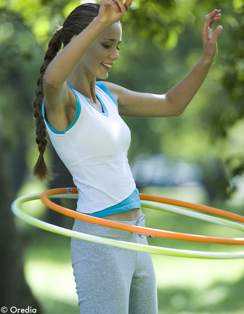 mettez vous au hula hoop 13 conseils qui marchent pour avoir un ventre plat elle. Black Bedroom Furniture Sets. Home Design Ideas