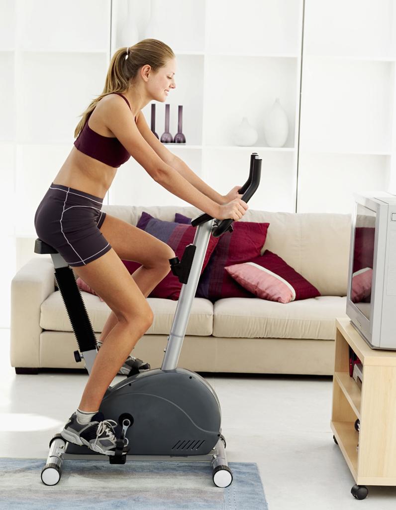 smart tv samsung les 10 bonnes fa ons de faire du sport la maison elle. Black Bedroom Furniture Sets. Home Design Ideas
