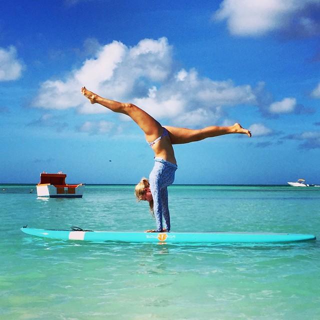 elle fait du yoga