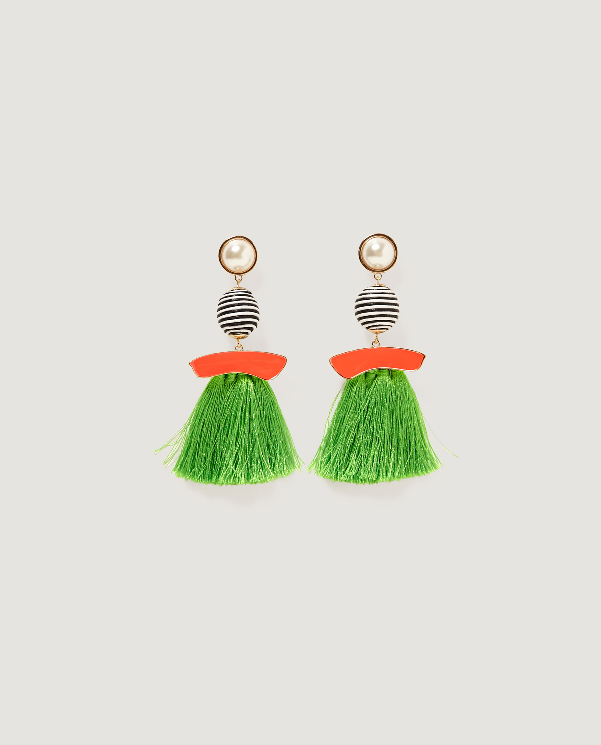 boucles d oreilles pompon orange zara on veut des boucles d 39 oreilles pompons elle. Black Bedroom Furniture Sets. Home Design Ideas