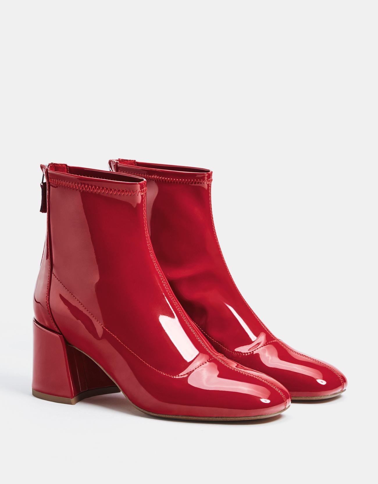 bottes rouges en vinyle bershka bottez en rouge elle. Black Bedroom Furniture Sets. Home Design Ideas