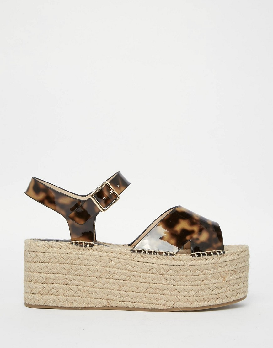 grosses sandales plateforme asos des grosses sandales. Black Bedroom Furniture Sets. Home Design Ideas