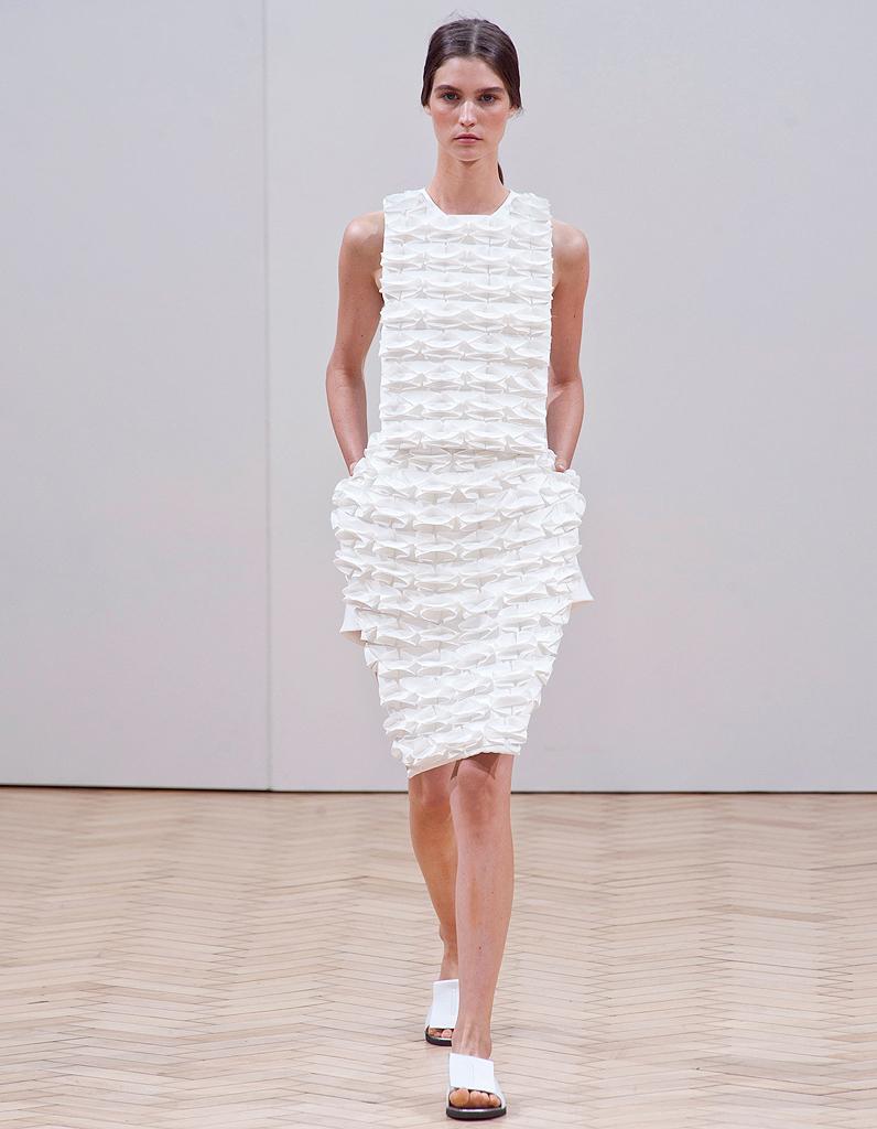 La robe origami de j w anderson fashion week de londres 2014 15 tendances retenir elle - Robe en origami ...