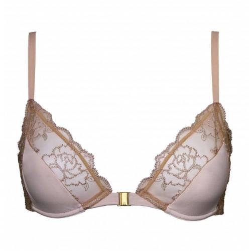 lingerie fine les pi ces de lingerie fine pour une allure f minine elle. Black Bedroom Furniture Sets. Home Design Ideas