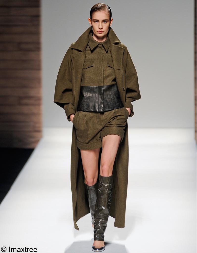 manteau max mara nouveaux manteaux on les a rep r s elle. Black Bedroom Furniture Sets. Home Design Ideas