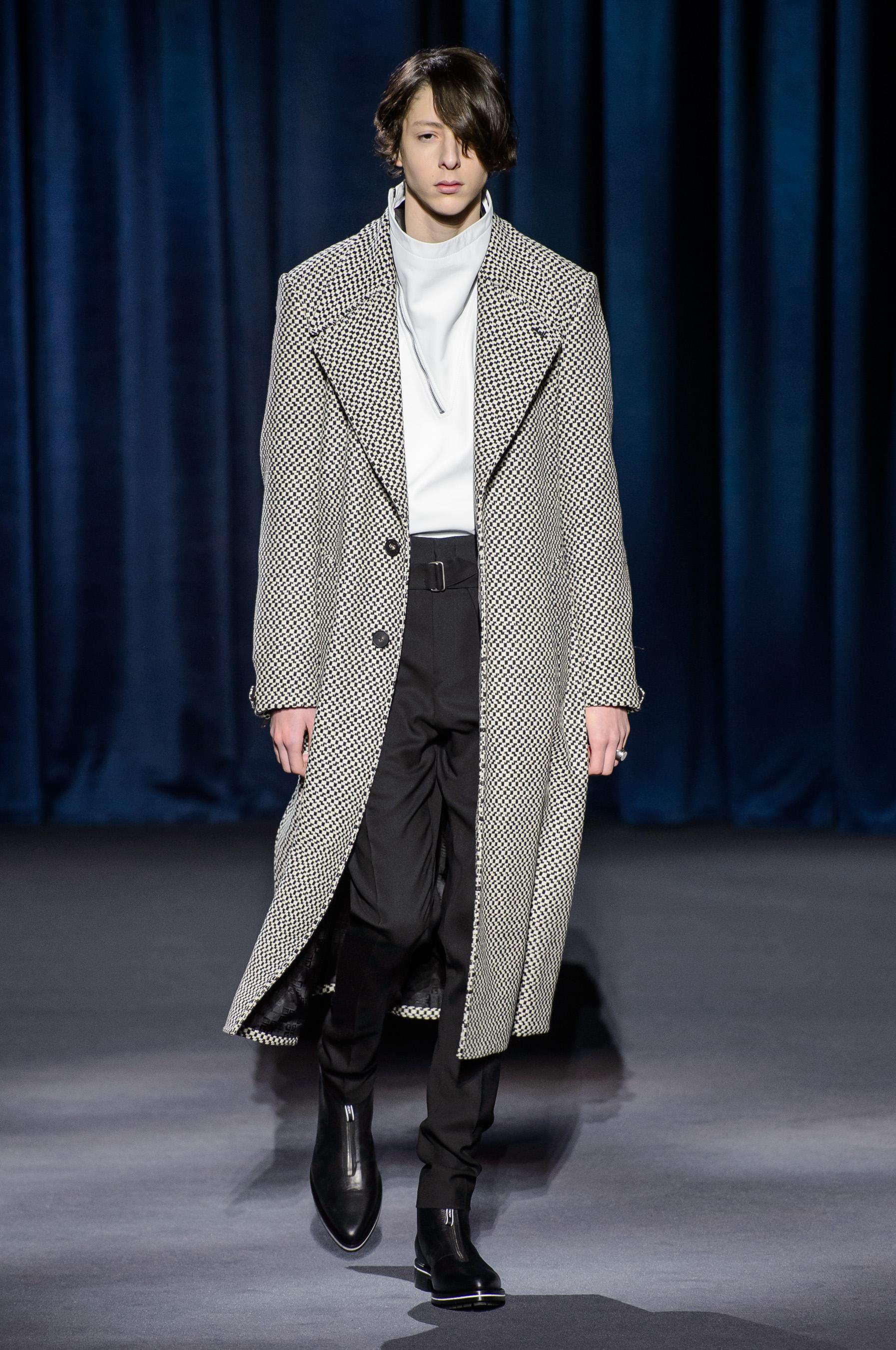 Défilé Givenchy Prêt à porter Automne-hiver 2018 2019 . d0944b5f2bd