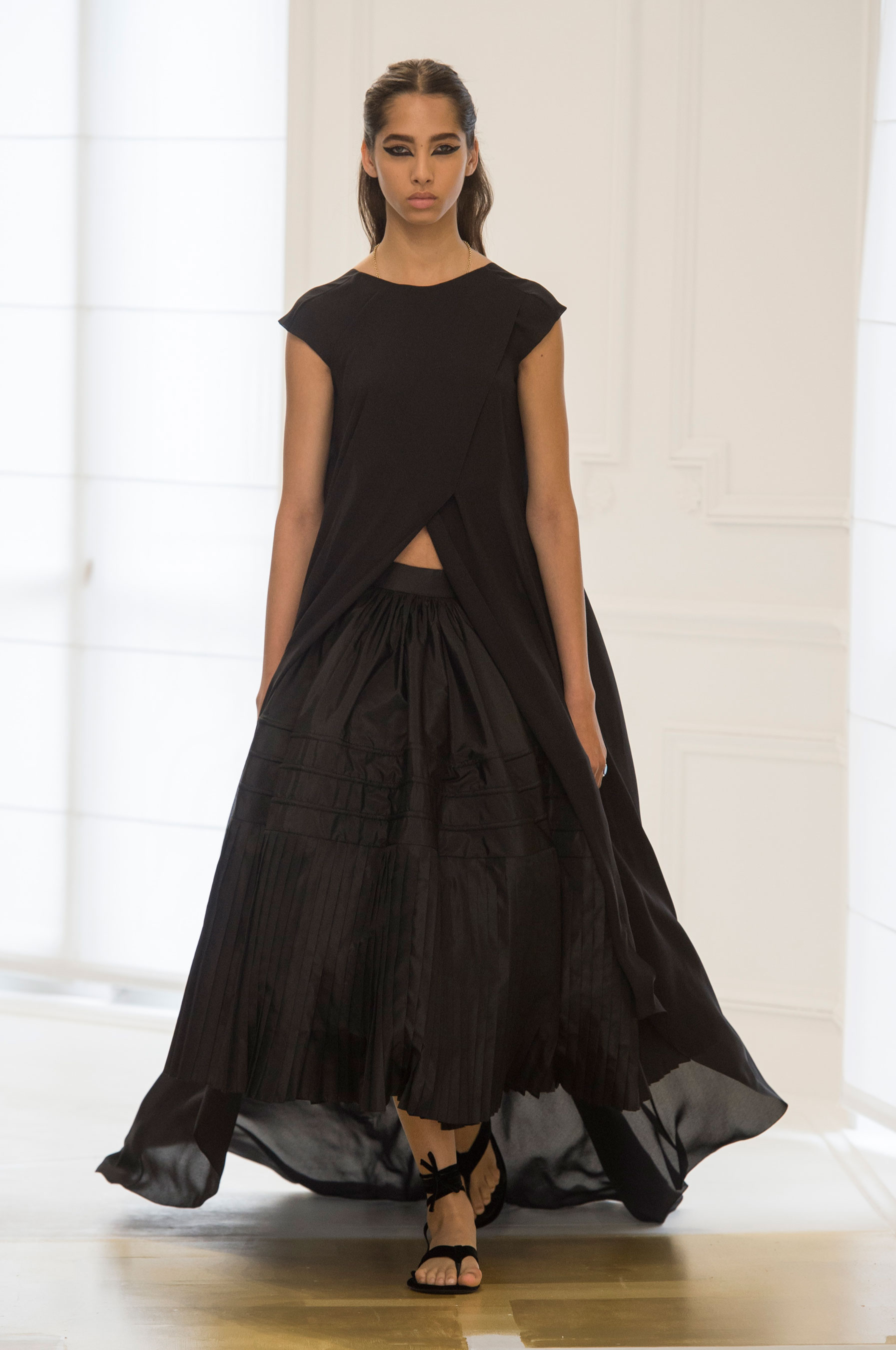 d fil christian dior haute couture automne hiver 2016 2017 paris elle. Black Bedroom Furniture Sets. Home Design Ideas