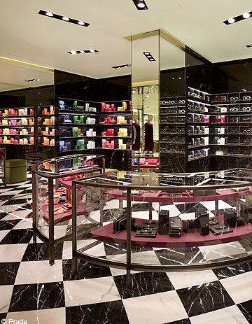 Prada-ouvre-sa-plus-grande-boutique-a-Paris.jpg