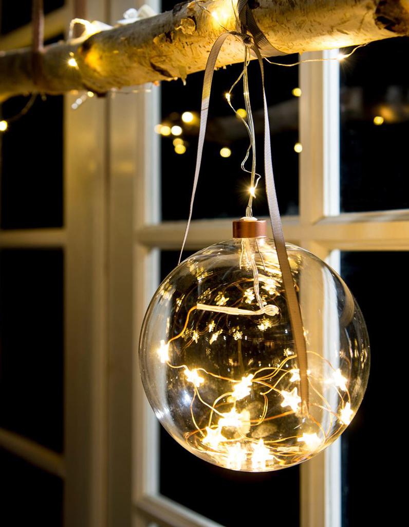 no l on d core la maison avec une branche et sa boule lumineuse nos id es d co pour la. Black Bedroom Furniture Sets. Home Design Ideas