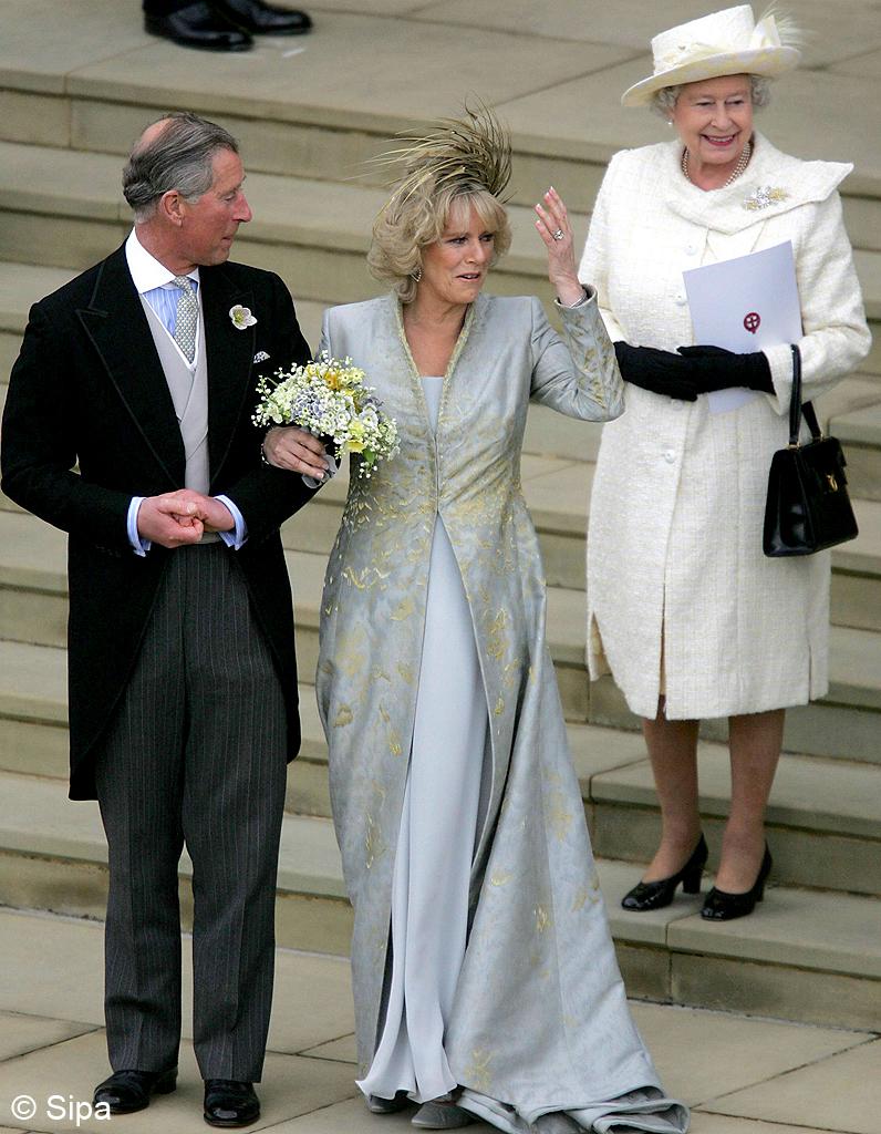Bien-aimé Elle n'est pas allée au mariage civil de Charles et Camilla - 25  ON44
