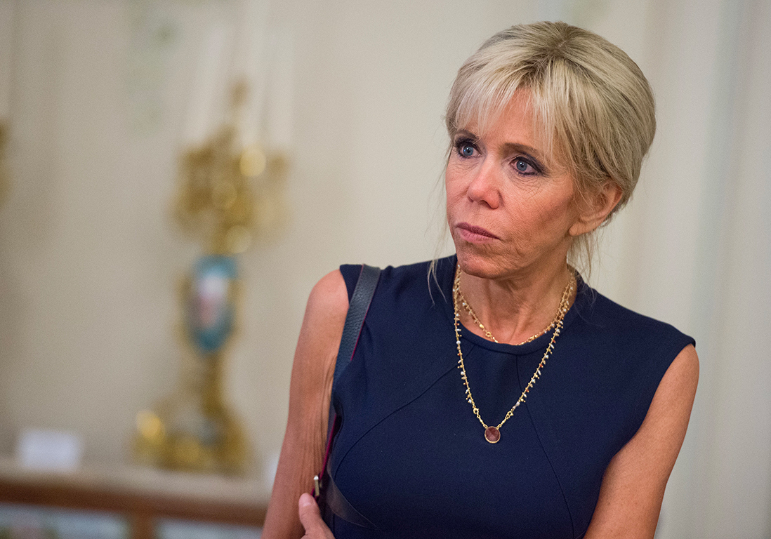brigitte macron absente des obs ques de mireille darc bernard montiel d fend la premi re dame. Black Bedroom Furniture Sets. Home Design Ideas