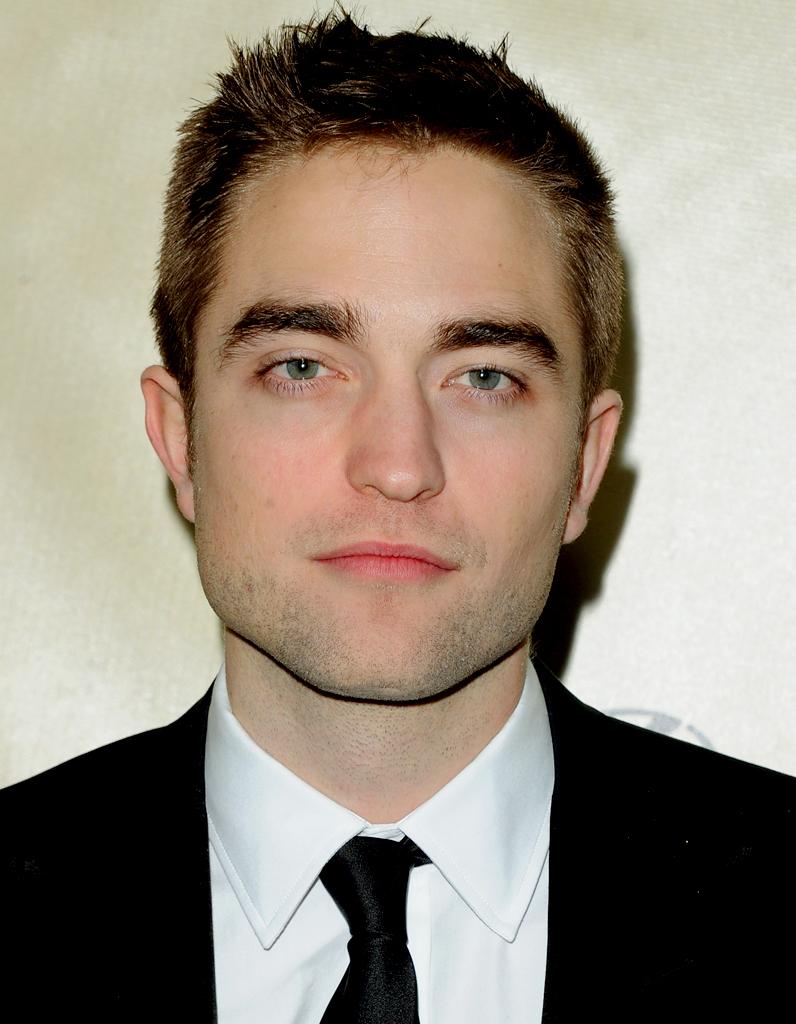 Le Menton De Robert Pattinson Chirurgie Esth 233 Tique Les