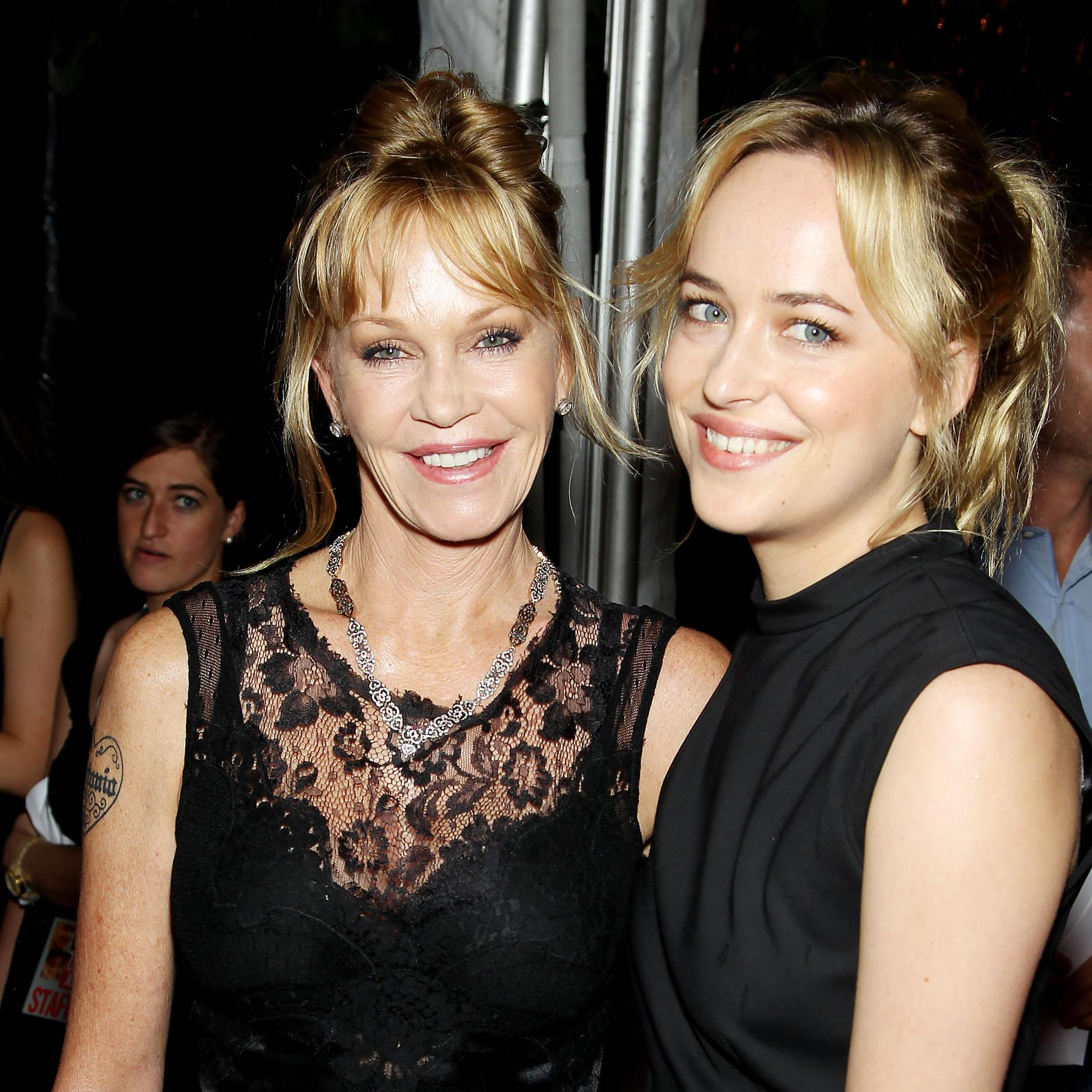 Dakota Johnson refuse que ses parents voient ses scènes de ...