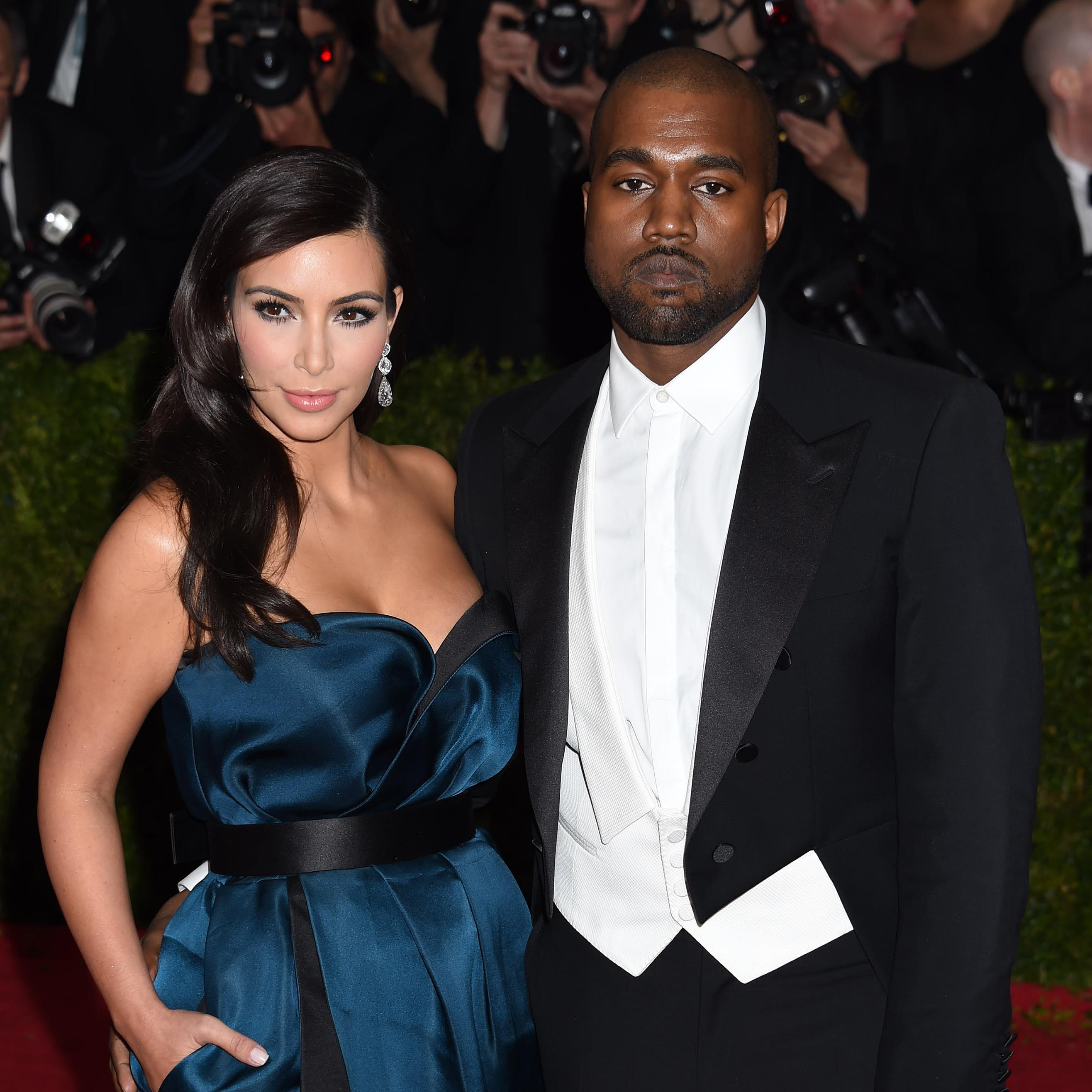 visite priv e du ch teau de versailles pour le mariage de kim kardashian elle. Black Bedroom Furniture Sets. Home Design Ideas
