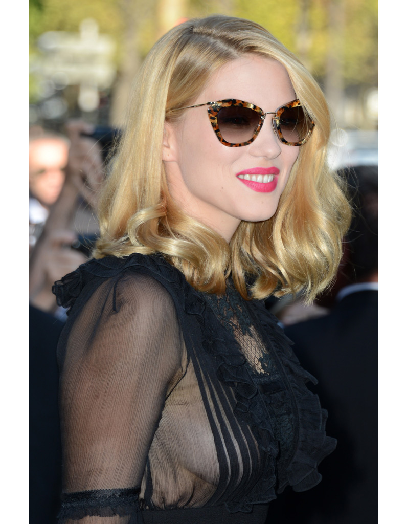 ses lunettes miu miu l a seydoux son dressing d 39 ambassadrice de chic la fran aise elle. Black Bedroom Furniture Sets. Home Design Ideas