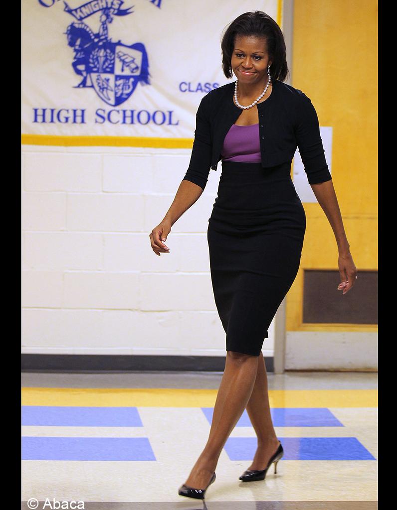 Look Johnny Hallyday >> Le 23 août 2012 : Michelle Obama se rend au lycée Oak Creek - Michelle Obama : revue de looks d ...