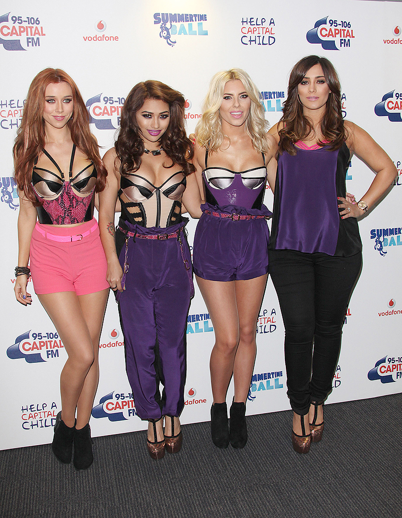 una healy vanessa white mollie king et frankie sandford les stars au bal d 39 t de la capital. Black Bedroom Furniture Sets. Home Design Ideas