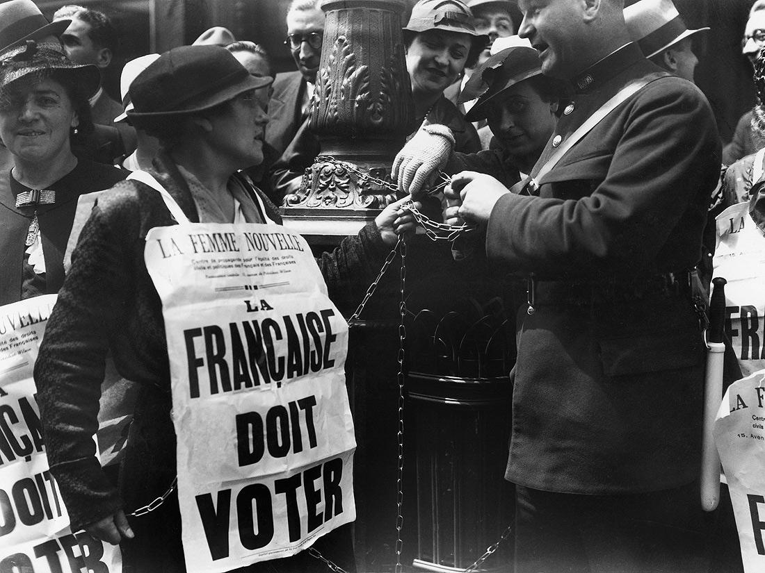Arrestation d une suffragette en images quand les - Quand tondre la pelouse pour la premiere fois ...