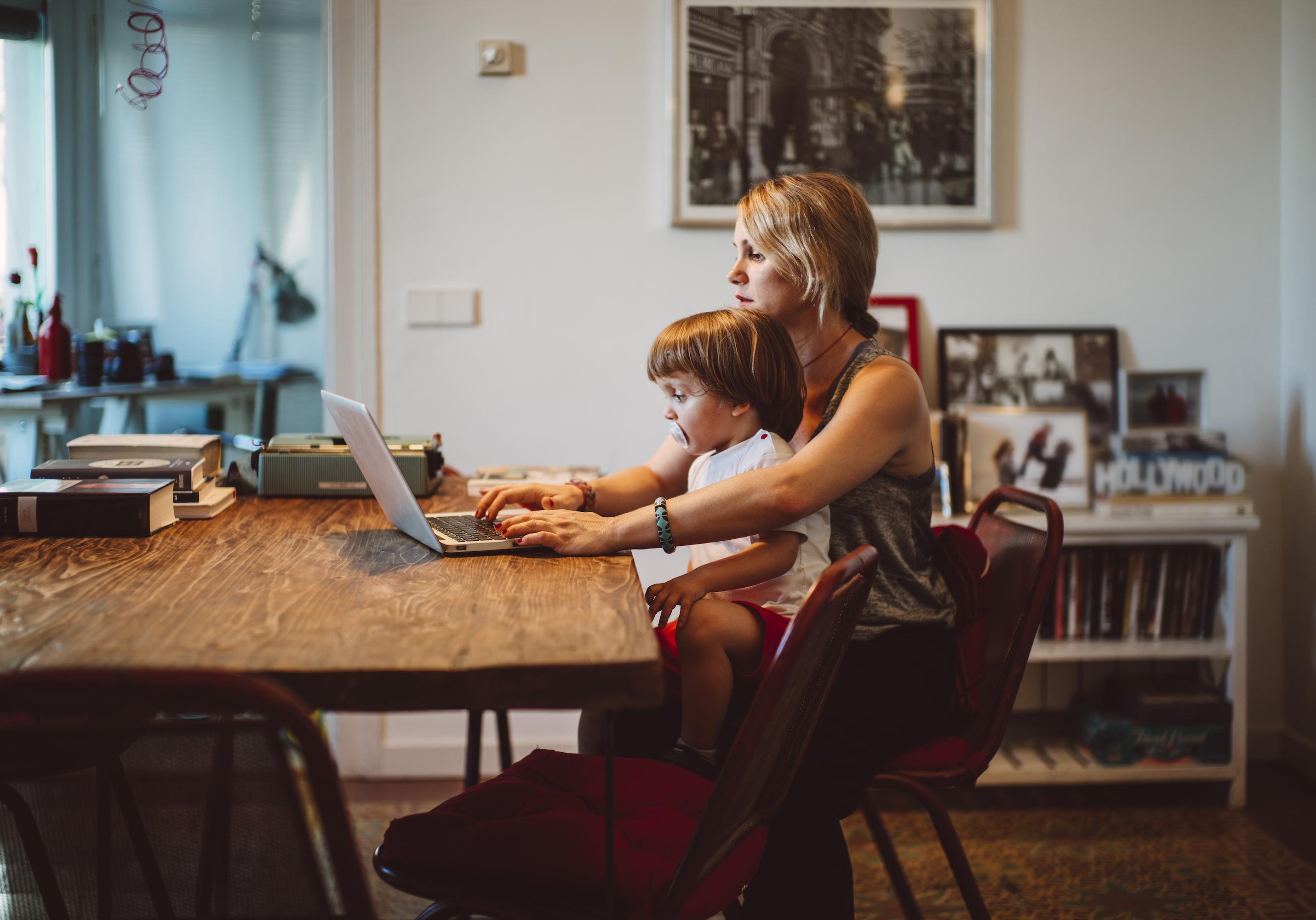 le nouveau site pour mettre en lien les parents solos elle. Black Bedroom Furniture Sets. Home Design Ideas
