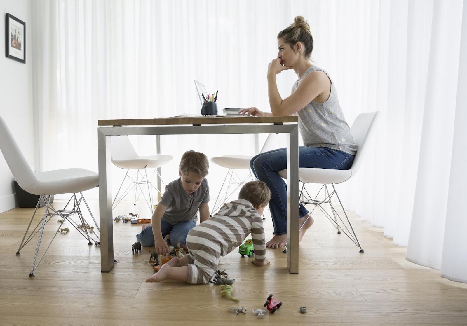 travailler quand on a des enfants reste un casse t te pour les femmes on vous explique pourquoi. Black Bedroom Furniture Sets. Home Design Ideas