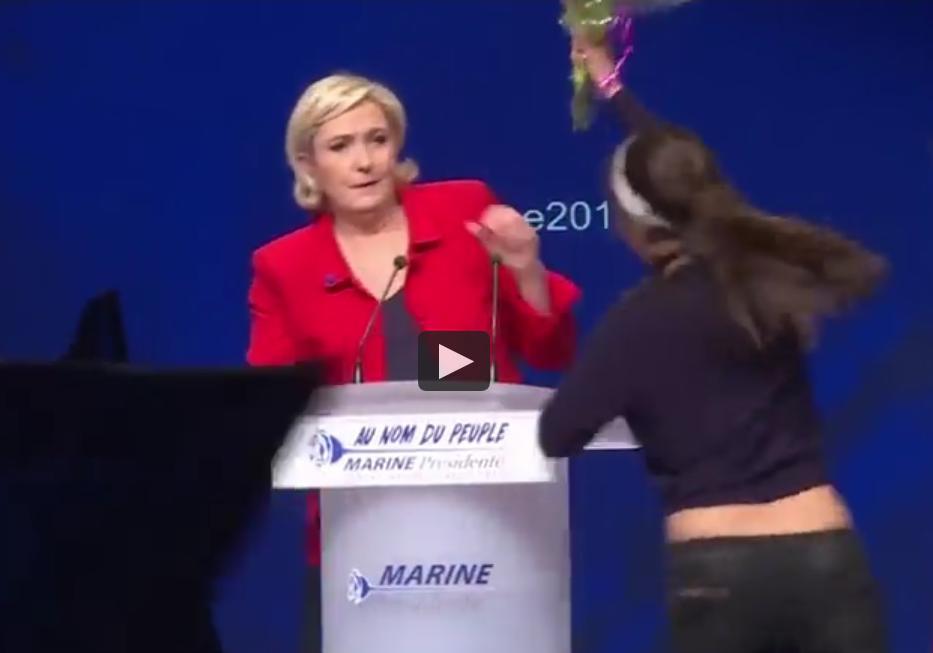 Deux femen rappellent marine le pen que non elle n est pas la candidate des femmes elle - On n est pas couche marine le pen ...