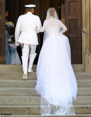 Encore dans sa robe de mari e elle sauve une famille d 39 un for Robes de mariage en consignation ct