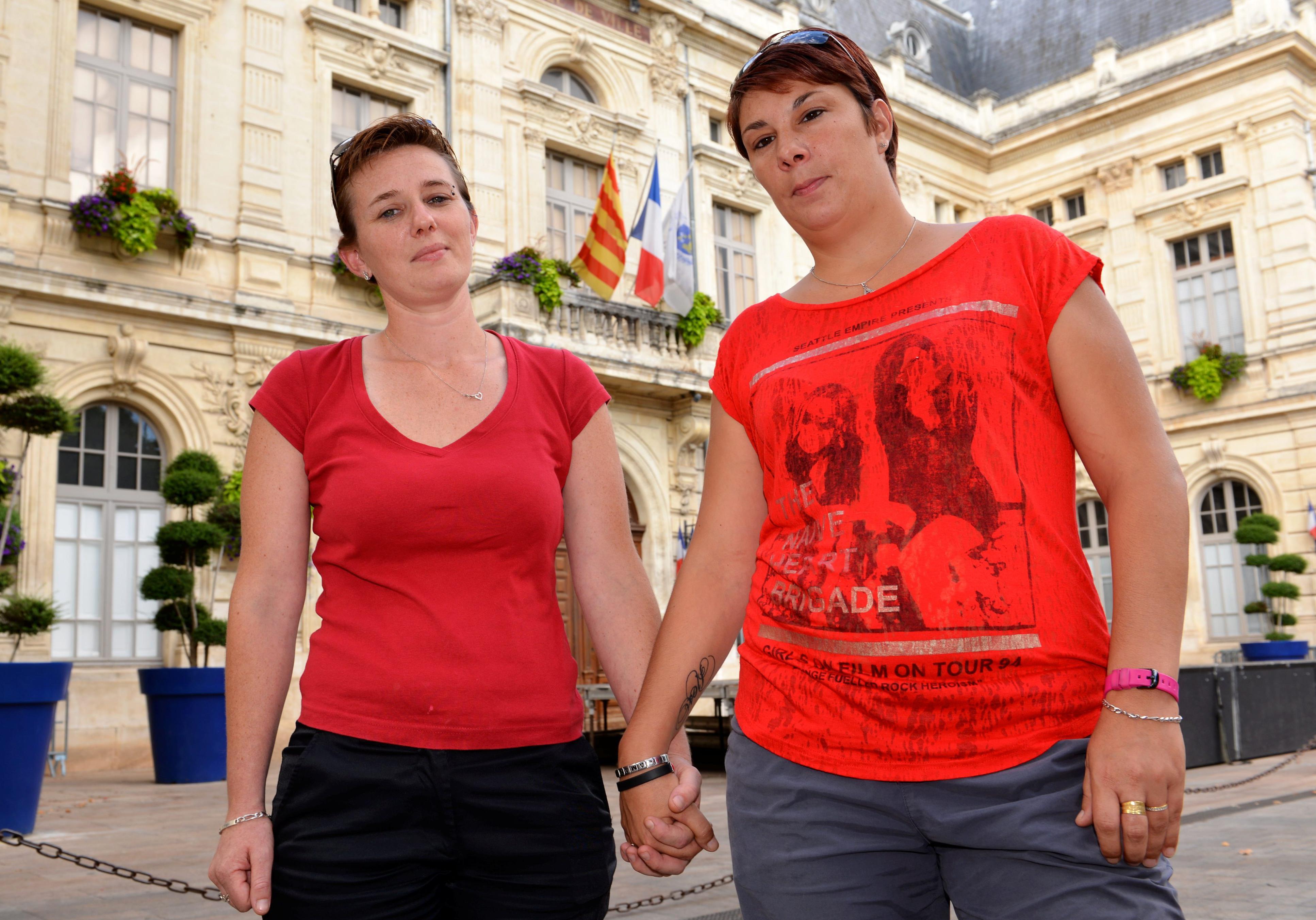 2 beurettes lesbiennes se font plaisir dans le vestiaire - 1 5